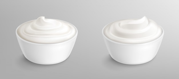 Bowl with sauce, cream. mayonnaise or yogurt Free Vector