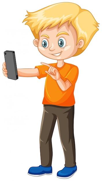 Ragazzo in maglietta arancione utilizzando il personaggio dei cartoni animati di smart phone isolato Vettore gratuito
