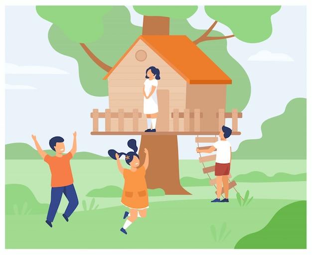Мальчики и девочки играют в домике на дереве Бесплатные векторы
