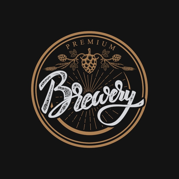 醸造所手描きのレタリングフレーズ。手書きレタリングのロゴ、ラベル、バッジ。白い背景の上。図。 Premiumベクター