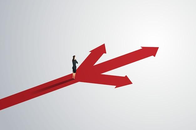 Деловой человек смотрит на путь стрелки вверх три пути к успеху цели. Premium векторы