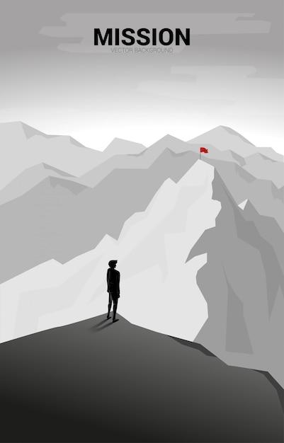 ビジネスマンおよび遠くの山の旗。目標、ミッション、ビジョン、キャリアパスの概念 Premiumベクター
