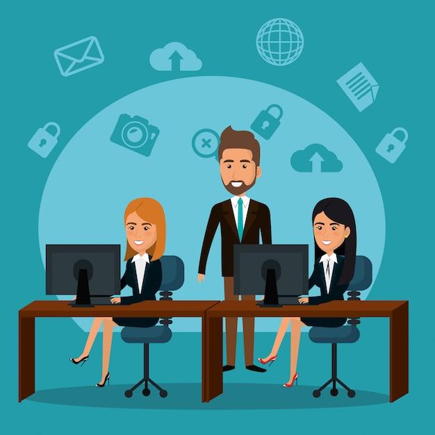 Бизнесмены в офисе с иконками маркетинга электронной почты Бесплатные векторы