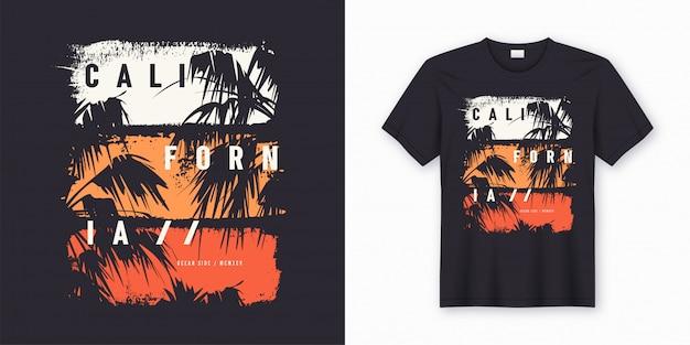カリフォルニアオーシャンサイドのスタイリッシュなtシャツとヤシの木のシルエットでトレンディなアパレル Premiumベクター