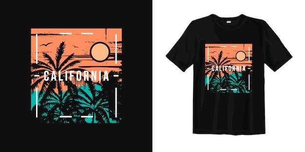 カリフォルニアの夕日とヤシの木のシルエットのtシャツのデザイン Premiumベクター