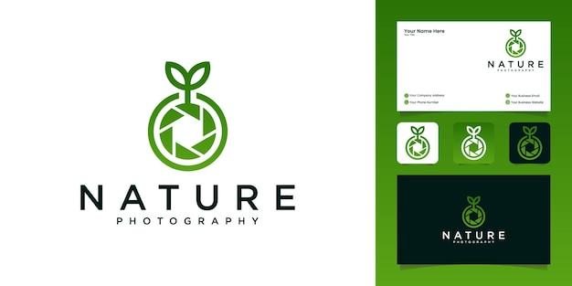 カメラ写真自然ロゴデザインと名刺テンプレート Premiumベクター