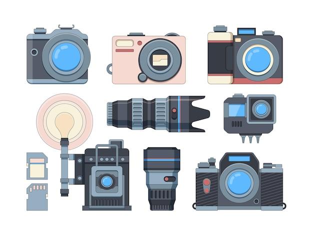 カメラとメモリーカードフラットセット。プロの写真アクセサリー。現代のカメラマン機器。白で隔離される異なるフォトカメラレンズとフラッシュドライブ Premiumベクター