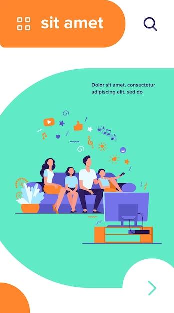 一緒にテレビを見ている漫画幸せな家族は、フラットベクトルイラストを分離しました 無料ベクター