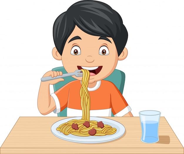 Мультфильм маленький мальчик ест спагетти Premium векторы