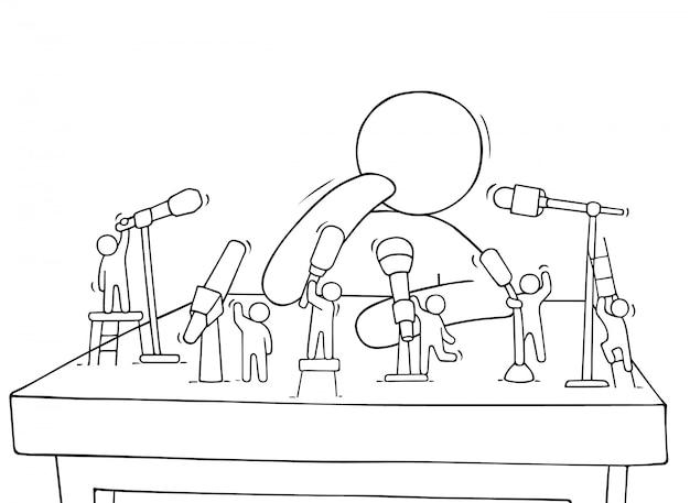 Мультяшные маленькие люди с микрофонами Premium векторы