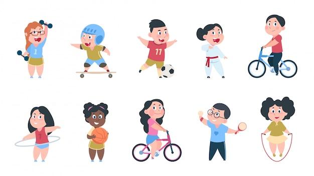 Мультяшный спорт детям. юноши и девушки играют в мяч, группа детей катаются на велосипеде, делают активные физические упражнения. Premium векторы