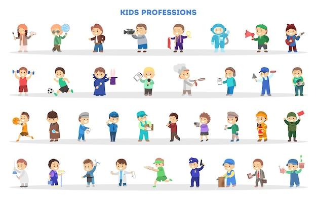 Дети играют как разные рабочие. коллекция малышей Premium векторы