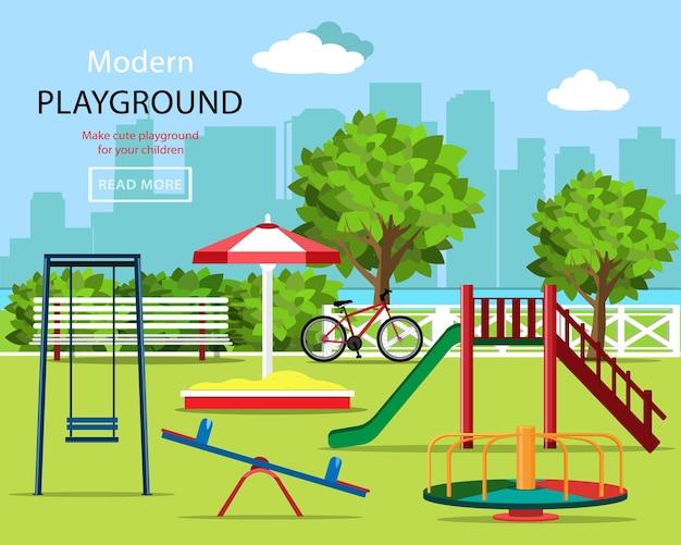 Детская площадка с качелями, детской горкой, каруселью, песочницей, скамейкой, велосипедом, деревьями и городским фоном. Premium векторы