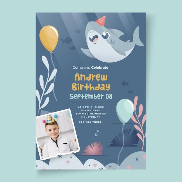 子供の誕生日のサメと風船のカードテンプレート 無料ベクター
