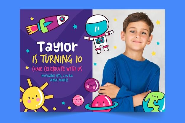 Modello di invito per bambini con foto Vettore gratuito