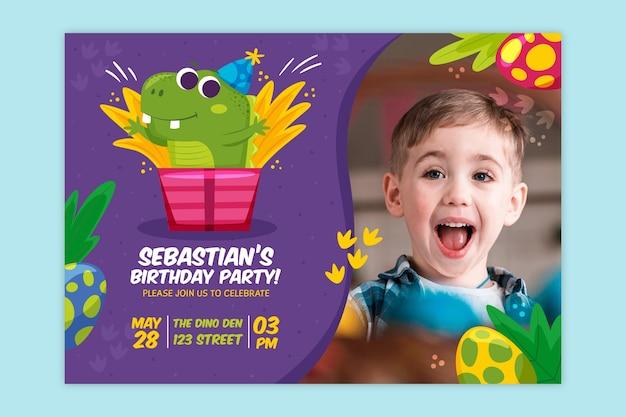 写真付きの子供の誕生日の招待状のテンプレート 無料ベクター