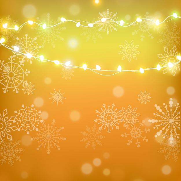 Рождества и счастливого нового года золотой фон с снежинки и новогодней светлой полосой. Premium векторы