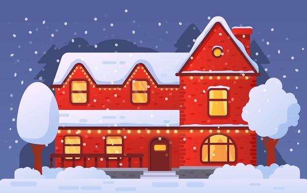 Рождественский домашний фасад украшен гирляндой в снегопаде. сельский дом зимой. Premium векторы