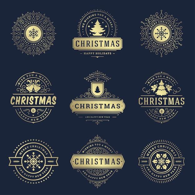 クリスマスのラベルとバッジの要素を設定します。メリークリスマスと新年あけましておめでとうございますは、グリーティングカードのヴィンテージの装飾品のためのレトロなタイポグラフィ装飾オブジェクトを望みます。 Premiumベクター