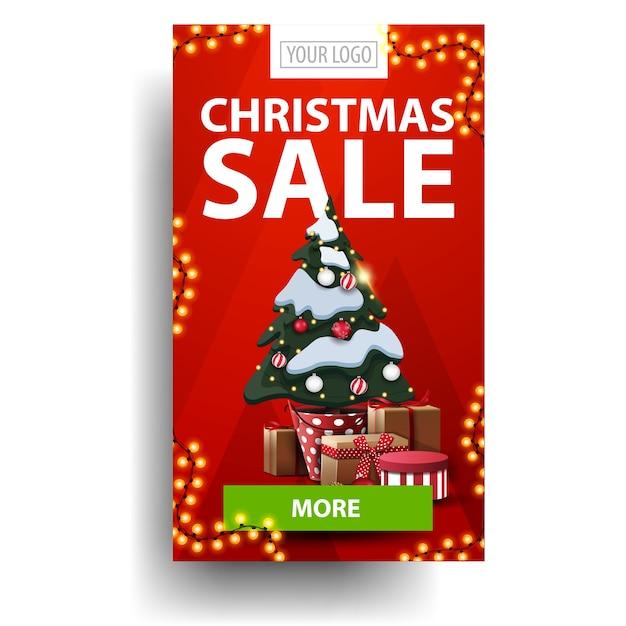 クリスマスセール、緑のボタンが付いた赤い垂直割引、ギフト付きのポットにクリスマスツリーi Premiumベクター