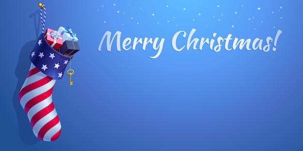 Рождественский чулок в стиле американского флага. 3d реалистичная сумка в форме носка с подарочными коробками. синий фон с падающими снежинками, каллиграфическим текстом «с рождеством» и копией пространства. Premium векторы
