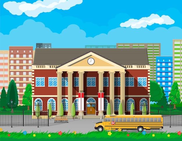 Здание классической школы и городской пейзаж. Premium векторы