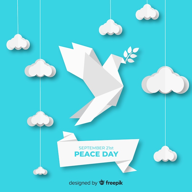 Clouds and dove with origami paper Free Vector