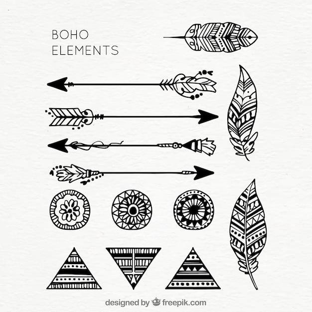 Raccolta di elementi boho disegnati a mano Vettore gratuito