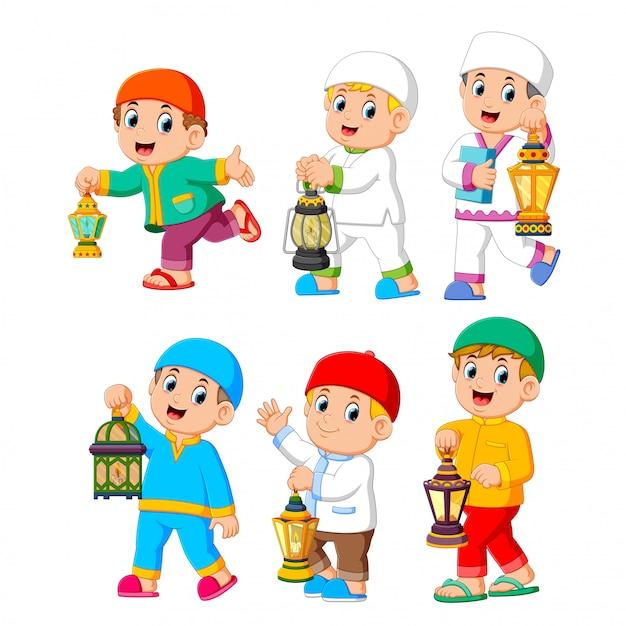 Collection of moslem kids holding lantern Premium Vector