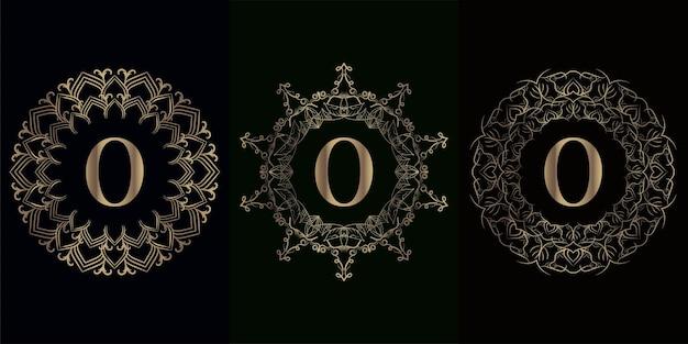 고급 만다라 장식 프레임이있는 로고 이니셜 O 컬렉션 프리미엄 벡터