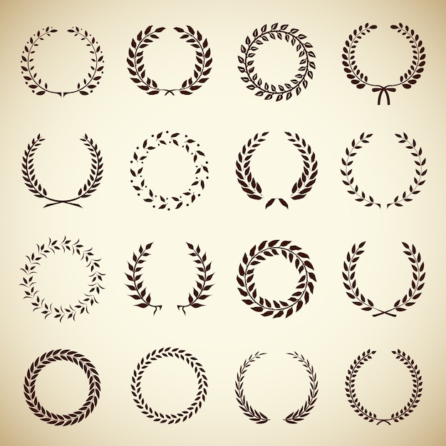 Коллекция из шестнадцати круглых старинных лавровых венков для использования в качестве элементов дизайна в геральдике на рукописи наградного сертификата и для обозначения векторной иллюстрации победы в силуэте Бесплатные векторы