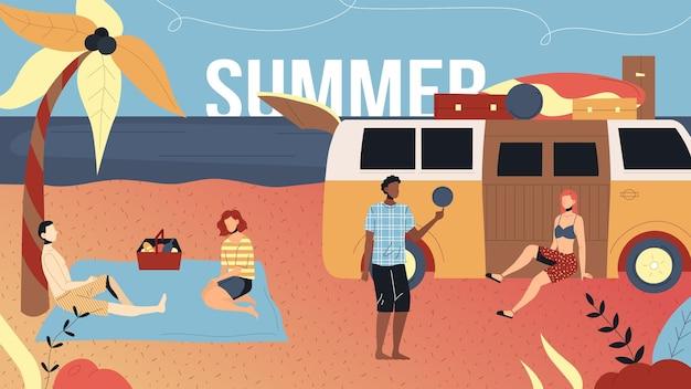 夏休みの概念。友達はオーシャンビーチでリラックス。キャラクターはキャンピングカーの近くでピクニックをし、アクティブなゲームをプレイし、一緒に時間を過ごしています。漫画フラットスタイル。ベクトルイラスト。 Premiumベクター