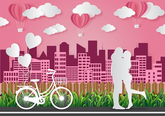 バレンタインデーの概念、男性と女性は愛を表現するために一緒に立ちます。ピンクの紙アートのベクターイラストです。 Premiumベクター