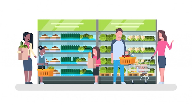 Люди, делающие покупки в супермаркете и покупающие продукты, полки в продуктовом магазине consumerism concept Premium векторы