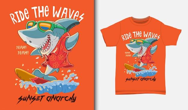Tシャツデザイン、手描きのクールなサメサーフィンイラスト Premiumベクター