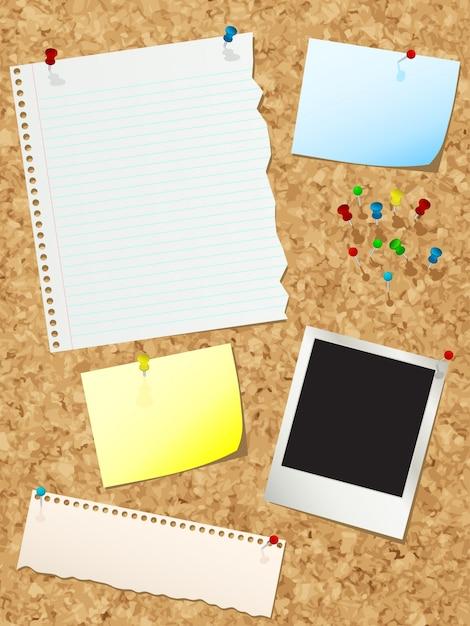Cork доска объявлений с различными кусочками бумаги и контактными штифтами Бесплатные векторы