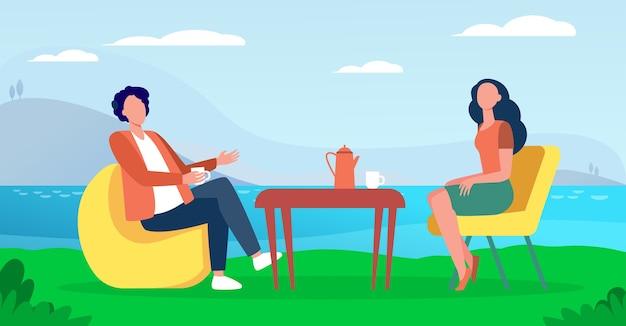 Пара пьет чай в кафе на природе. озеро, чашка, отдых плоские векторные иллюстрации. концепция отпуска и досуга Бесплатные векторы