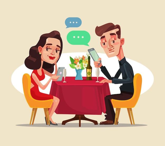 デートでカフェに座ってスマートフォンのソーシャルネットワークを使用して2人の男性と女性のキャラクターをカップルします。 Premiumベクター