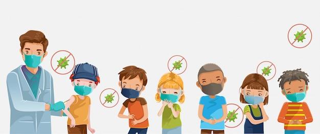 Covid19ワクチン。病院での子供のマスク。医者は注射ワクチン接種少年を保持しています。 Premiumベクター