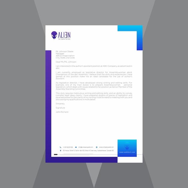 Творческий бланк с синим и фиолетовым градиентом Premium векторы