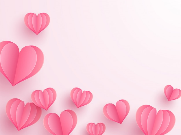Креативная вырезка из сердца украшена глянцевым розовым фоном Premium векторы