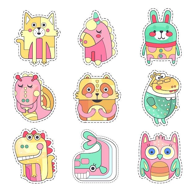 Симпатичные красочные пятна ткани с набором животных и птиц, вышивкой или аппликацией для украшения детской одежды мультяшный иллюстрации Premium векторы