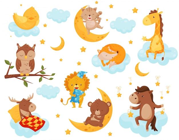 Симпатичные маленькие животные спят под звездным небом, прекрасный цыпленок, кошка, жираф, лошадь, медведь, олень, сова, спящая на облаках, элемент дизайна спокойной ночи, сладкие сны иллюстрация Premium векторы