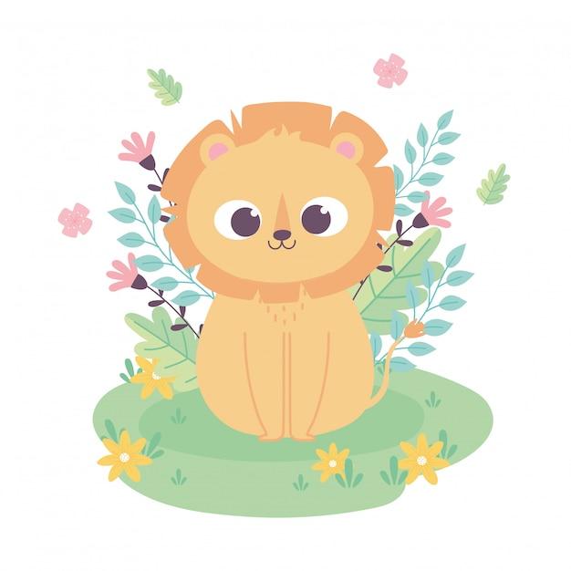 Милый маленький лев мультфильм животных очаровательны с цветами, сидя в траве Premium векторы