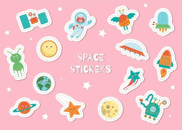 Симпатичные космические наклейки для детей на розовом фоне. яркая плоская иллюстрация спутника, астронавта, пришельца, солнца, планеты, земли, звезды, луны, нло, вездехода, ракеты. космические улыбающиеся персонажи для детей Premium векторы