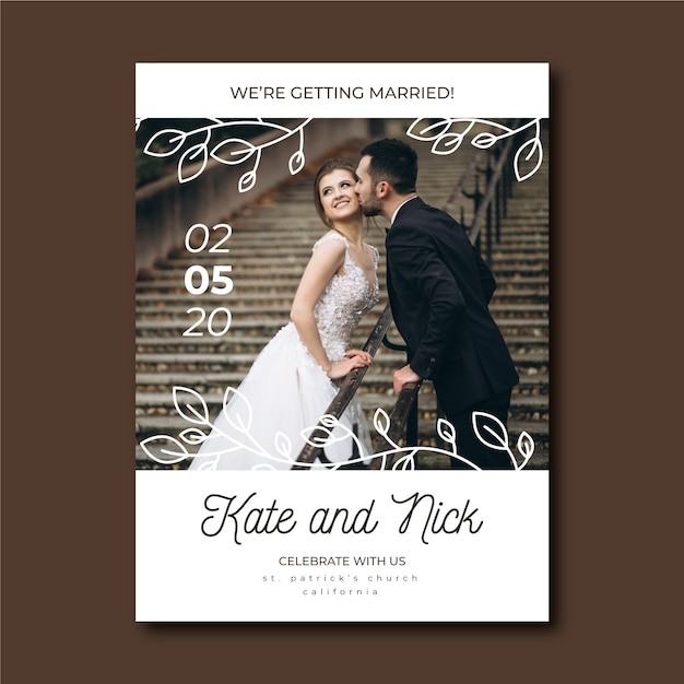 Cute wedding invitation with bride and groom Free Vector