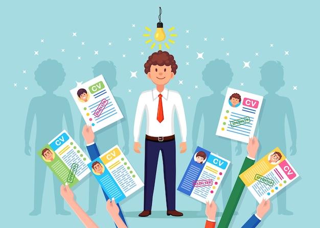 Cvビジネスは背景に手で再開します。電球と驚いて幸せな男。就職の面接、採用、検索の雇用主、採用コンセプト。人事hrのコンセプト。 Premiumベクター