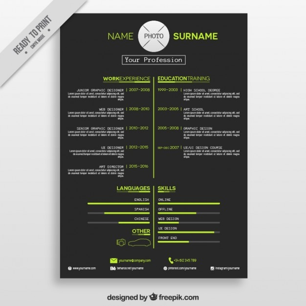 Dark resume with green details Free Vector