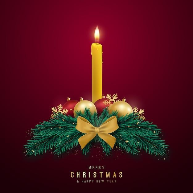 Декоративный рождественский венок со свечой, еловыми ветками и блестящими шарами. Premium векторы
