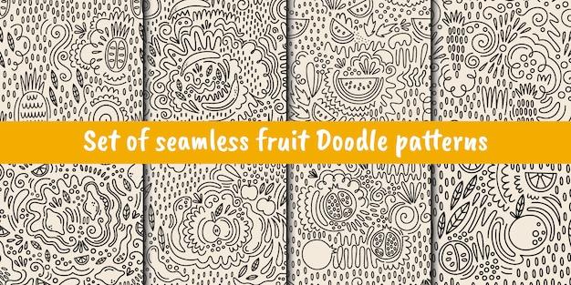 Doodleスタイルのベクトルシームレスなフルーツパターンのセット Premiumベクター